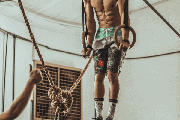 a boxer training his abdominal muscles on the gymnastic rings